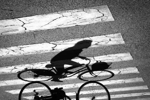 passage-pieton-ombre-cycliste-velo-credit-Regine-Heintz.jpg