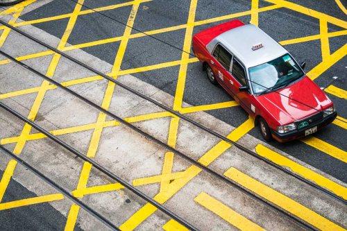 passage-pieton-taxi-rouge-hong-kong-credit-Regine-Heintz.jpg