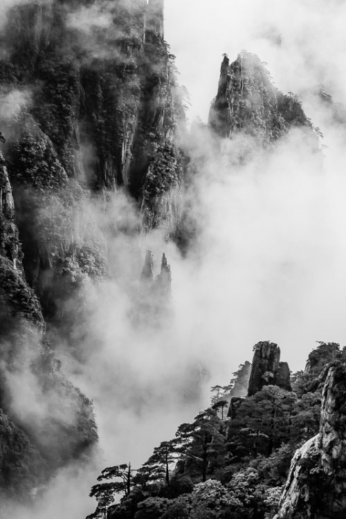 montagnes-jaunes-chine-huangshan-brume-nuages-credit-Regine-Heintz.jpg