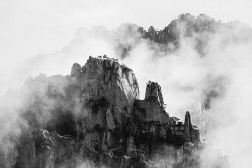 montagnes-jaunes-chine-huangshan-brume-nuages-noir-et-blanc-zen-1-credit-Regine-Heintz.jpg
