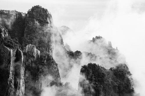 montagnes-jaunes-chine-huangshan-brume-nuages-noir-et-blanc-zen-3-credit-Regine-Heintz.jpg