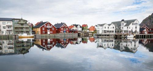 Iles-Lofoten-port-Henningsvaer-panoramique-Norvege.jpg