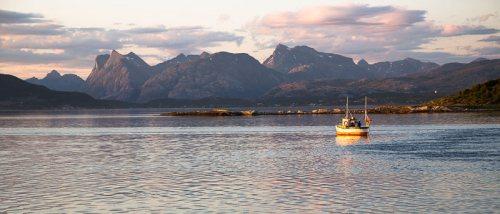 bateau-pecheurs-coucher-soleil-Straumen-Norvege.jpg