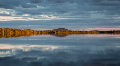 lac-reflet-nuages-panoramique-Suede.jpg