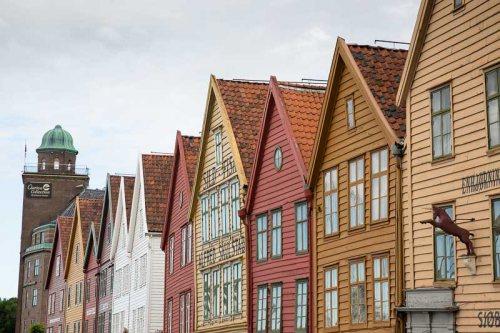 maisons-couleurs-Bergen-Norvege.jpg