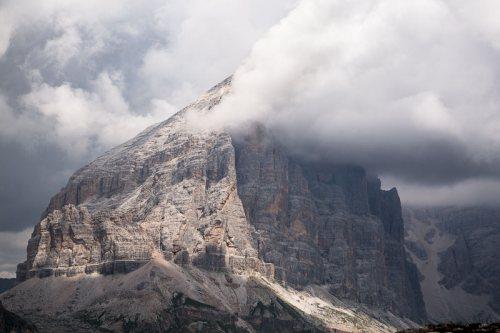 Montagnes-Croda-da-Lago-Dolomites-Italie-2.jpg