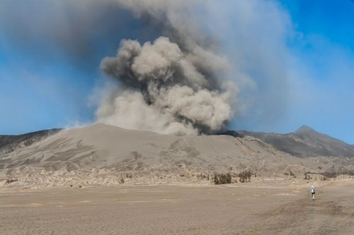 eruption-Mont-Bromo-volcan-Indonesie-Java-2.jpg