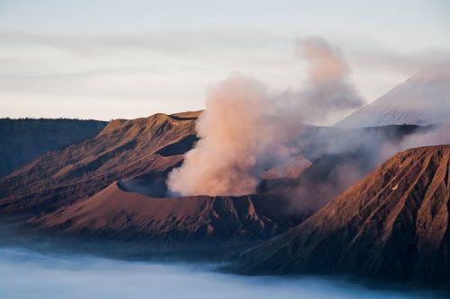 eruption-Mont-Bromo-volcan-Indonesie-Java.jpg